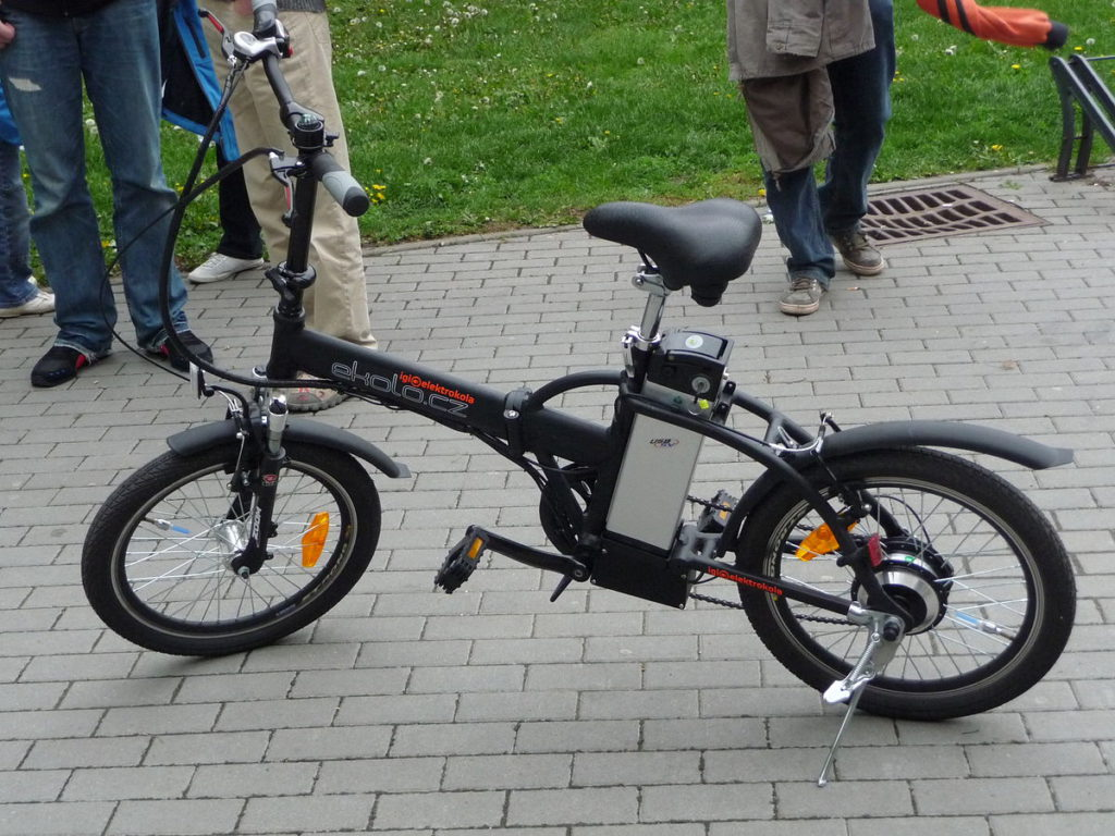 Folding e bike with friction drive
